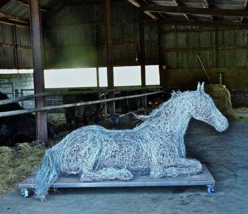 10. Lying down wire horse in the stable-a work in progress