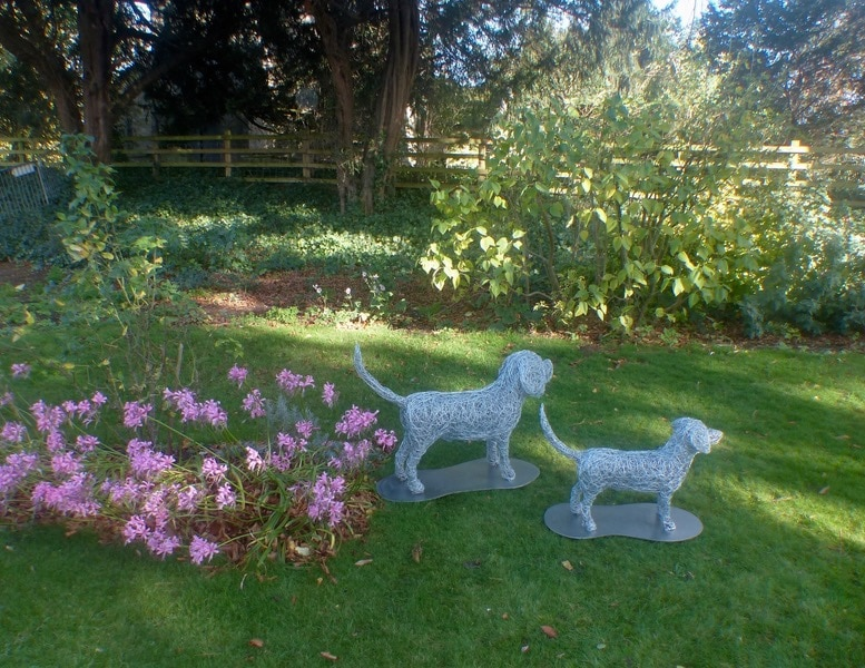 28. On arrival, 2 wire dog sculptures on an autumn day, commission 2020.