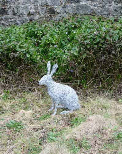 30. Wire hare in the garden